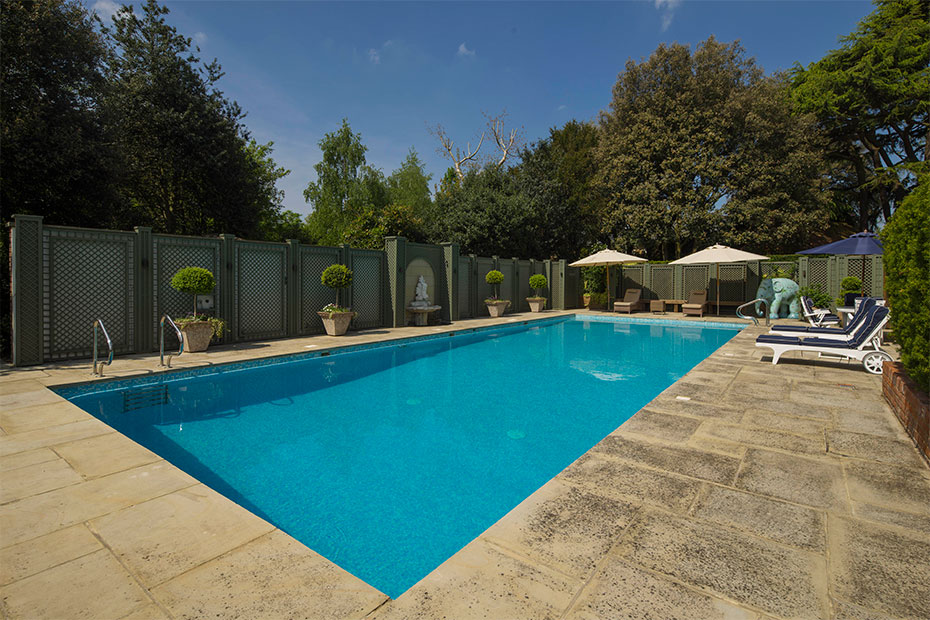 London apartments with pools wise guides square mile for Outdoor pool london